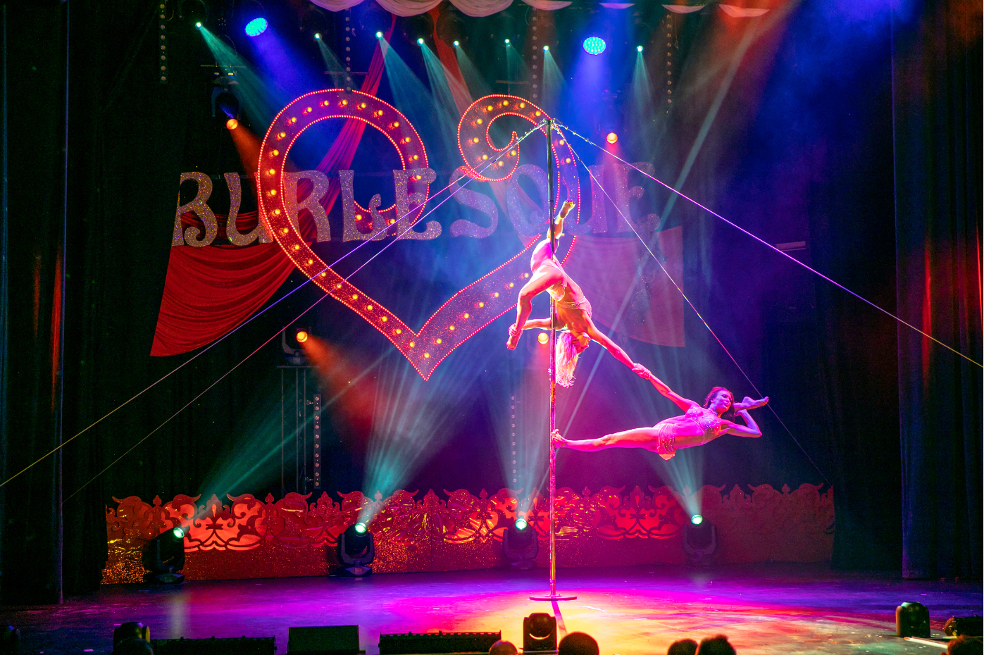 Burlesque Show mit Duo Pole