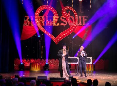 Burlesque Show mit den Collins Brothers