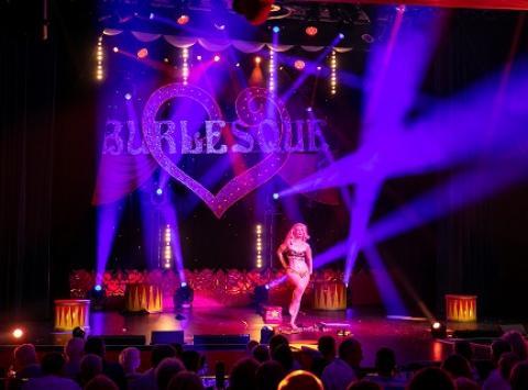 Burlesque Show mit Petula Goldfever