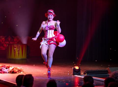 Burlesque Show mit Kiki Beguin